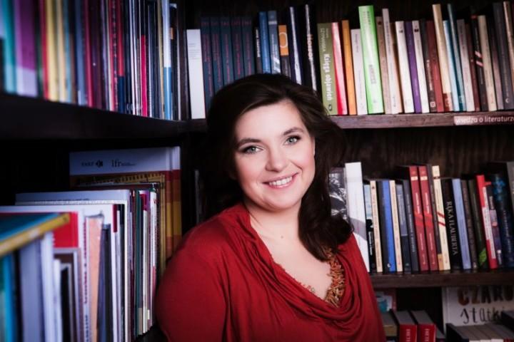 Magdalena Kordel, pisarka, bloggerka . Sesja fotograficzna w Warszawie, w klubie Tarabuk - © Adam Golec