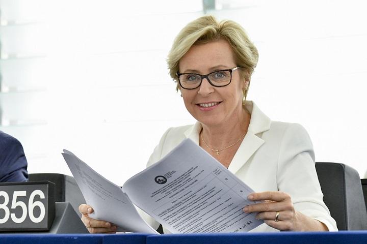 Jadwiga Wiśniewska pisze list do przewodniczącej Komisji Praw Kobiet PE