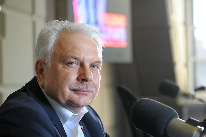 """""""Spędźmy te święta w gronie najbliższej rodziny"""" – apeluje wiceminister zdrowia Waldemar Kraska"""
