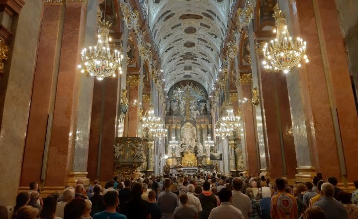 Abp Wacław Depo: Pamiętajmy, że Matka Boża zawsze osłania Polaków