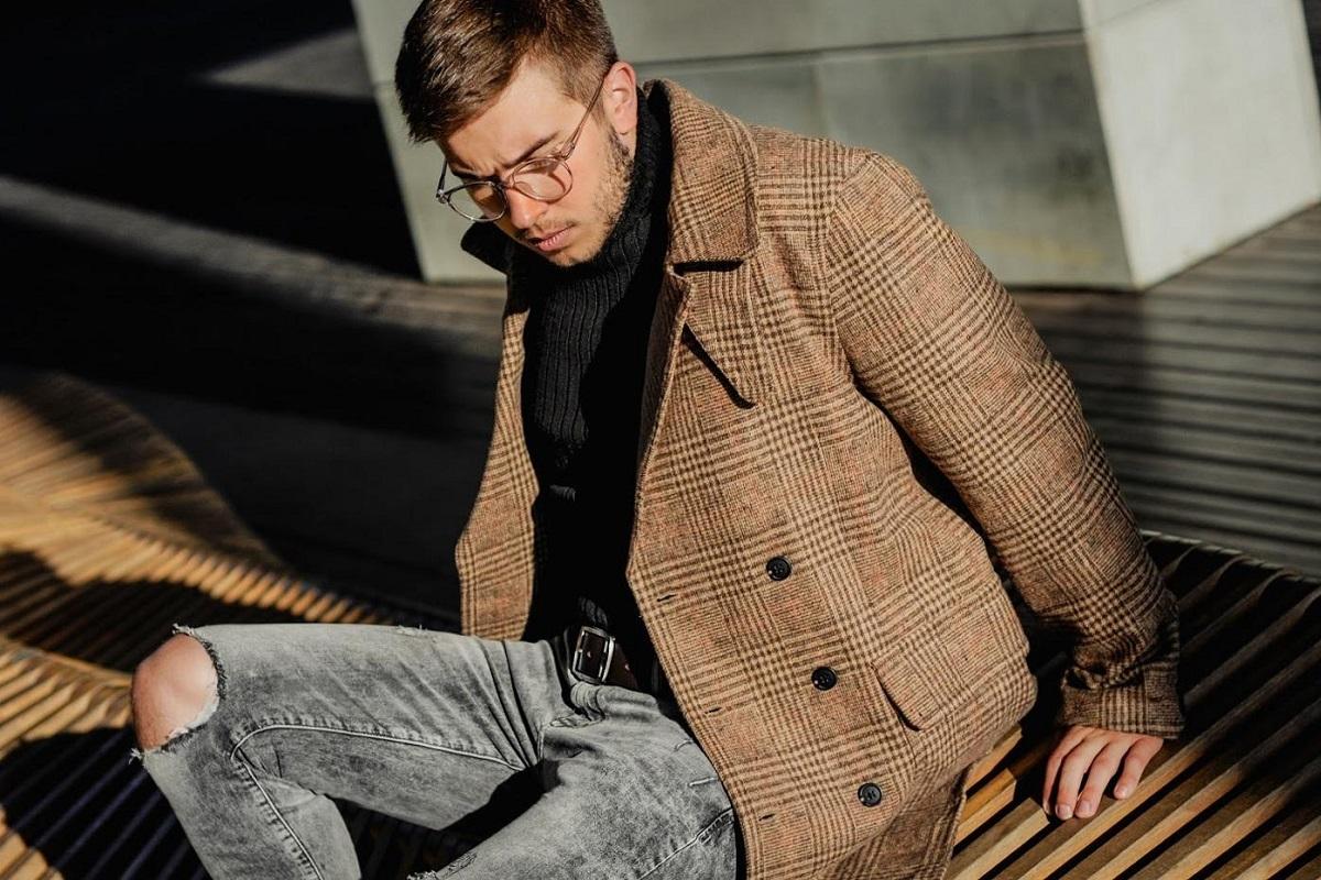 Rozstrzygnijmy to: lepiej kupić płaszcz męski długi czy krótki?