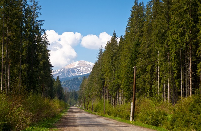 Approaching_Hoverla