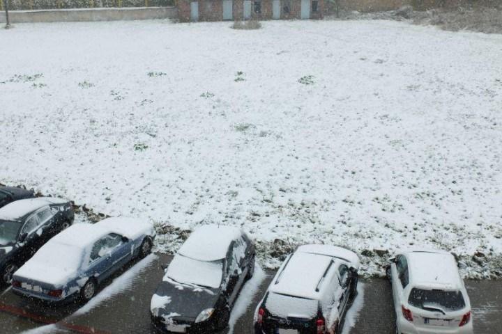 Śnieg na samochodzie? Mandat do 500 zł