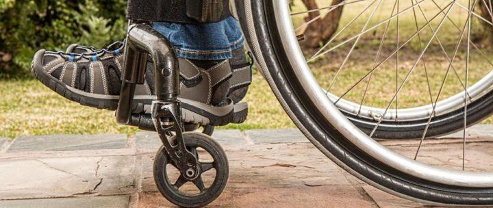 """Spór: """"Jasne, że Bus"""" – """"Mad-Bus"""" – Urząd Miasta. W tle: niepełnosprawni. O co w tym chodzi?"""