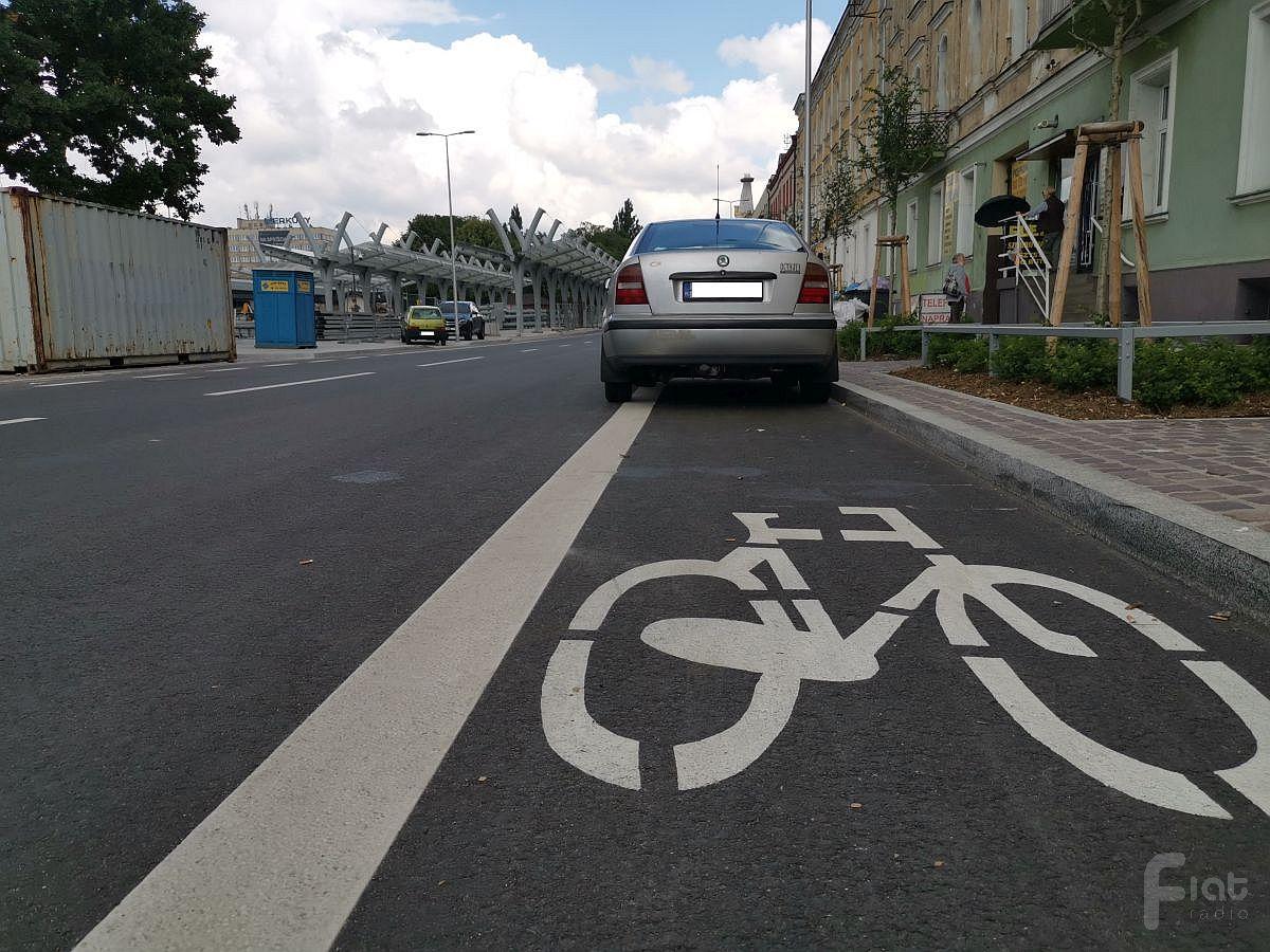 Droga dla rowerów to nie parking