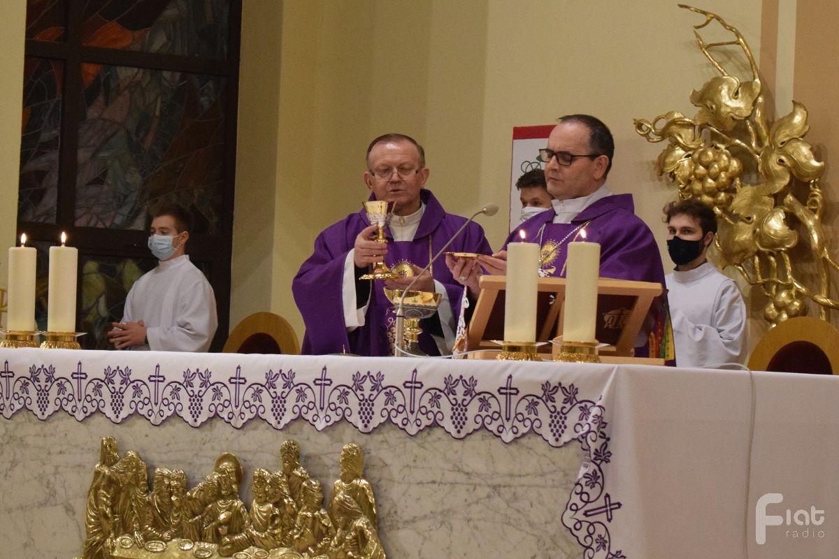 Siłą Jezusa jest jego modlitwa – bp Przybylski w kościele św. Franciszka z Asyżu