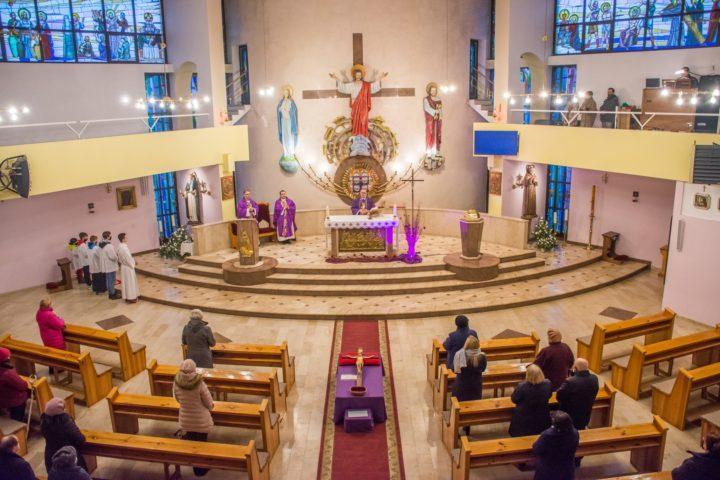 Jezus nawet na krzyżu nie przestał kochać – bp Andrzej Przybylski w kościele św. Jacka