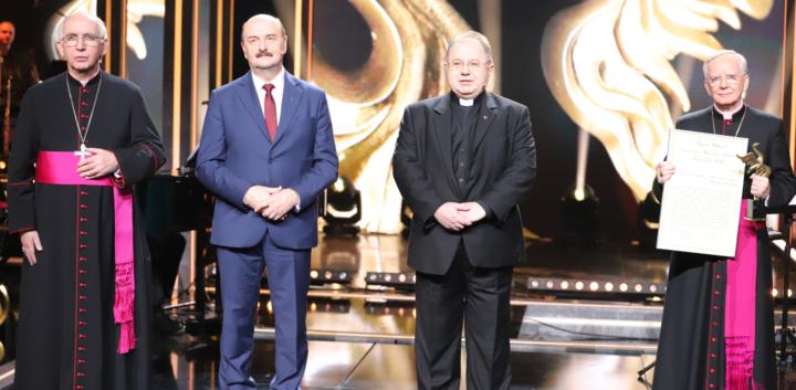 """Abp Jędraszewski odebrał główną nagrodę Stowarzyszenia Wydawców Katolickich """"Złoty Feniks"""""""
