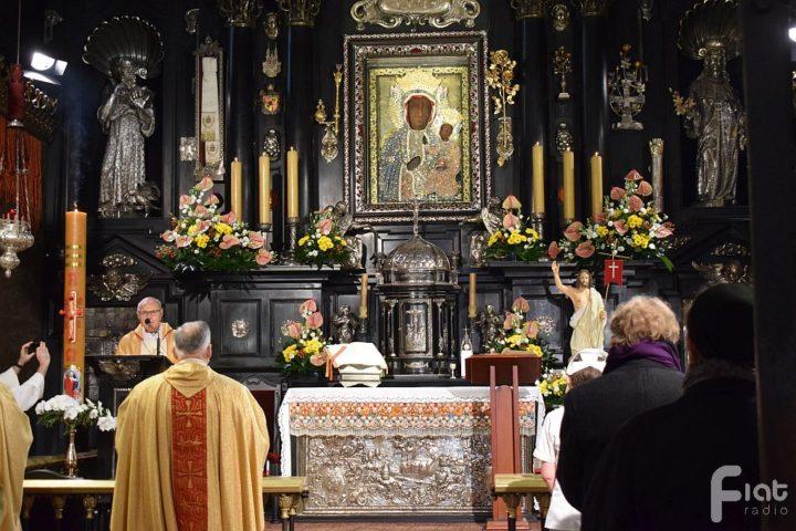 Bp Antoni Długosz: Pismo Święte to żywe słowo Boga