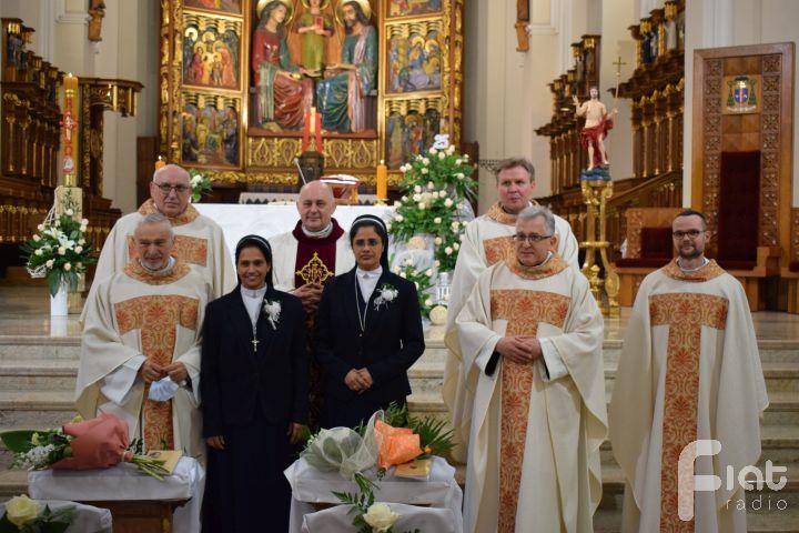 Dziękujemy Bogu za 25 lat ślubów zakonnych sióstr Shalini i Jessie!