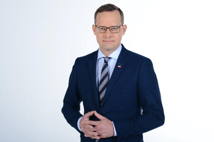 Te kompleksowe działania chronią szczególnie dzieci – rozmowa z wiceministrem sprawiedliwości Marcinem Romanowskim