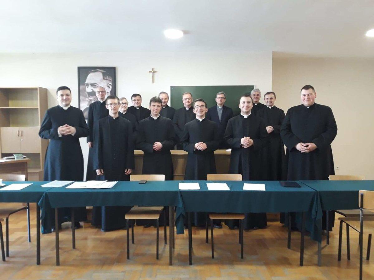 Egzaminy zdane! Diakoni już magistrami teologii