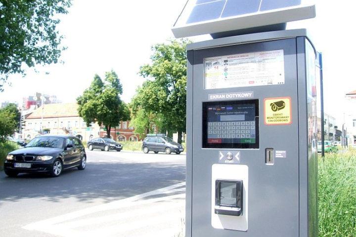 Nowe funkcje w parkomatach