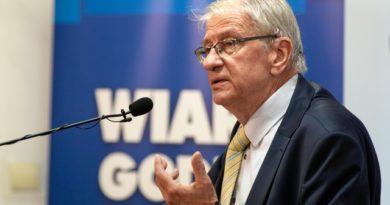 Niektórzy nie czują związku człowieka z Bogiem – rozmowa z prof. Wojciechem Roszkowskim